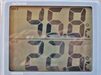 温度計が46度を表示